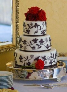 4 Classic Wedding Cake Myths — Busted!
